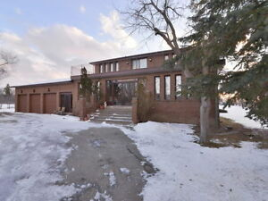 House For Sale in Caledon 5 Bedroom 4 Bathroom