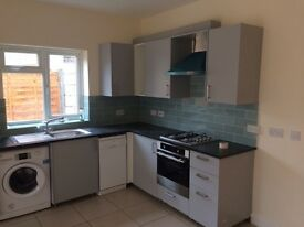 Newly Refurbished 4+ Bed House - 1 min from Tooting Broadway Station