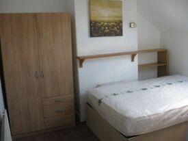 Ensuite double room, Beeston close to White Rose Centre M62 Leeds city centre, very low Bond deposit