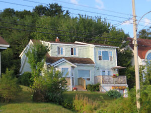 UTIL, CABLE, WIFI, SNOW Removal INCL. - 4 bed + den, 2.5 baths