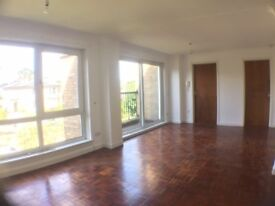 BELVEDERE PARK, TRINITY - Spacious 3 bedroom apartment in the popular area of Trinity.