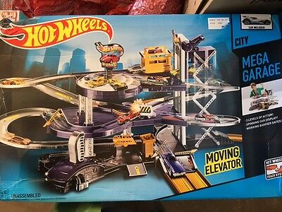 Mattel Hot Wheels City Mega Garage Playset Elevator FREE FAST SHIPPING! NEW!