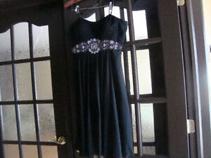 Dresses for Evening (5 of them between size (10-16) West Island Greater Montréal image 4