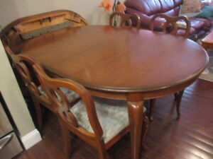 Gibbard Dining room Table 4 Chairs CHANTILLEY