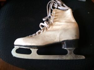 Vintage Made in Canada Figure skate Size 7