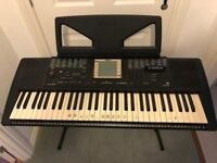 Yamaha PSR 330 keyboard, suit begginer, record and playback feature