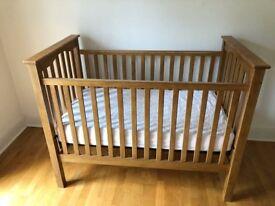 Baby crib/cot