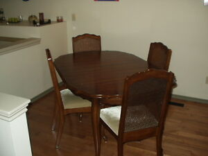 DINING SET TABLE & 4 CHAIRS  $399  PH.MARC @ 204-781-0292