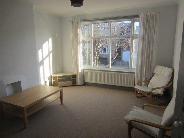 3 bedroom flat in Fawnbrake Avenue, Herne Hill, London, SE24