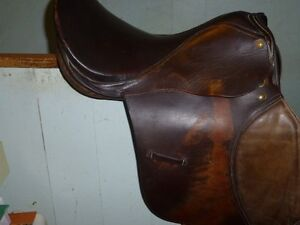 17 IN FOXCRAFT ENGLISH SADDLE