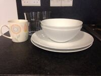 Package: 2 plates, 2 white bowls, 2 glasses, 1 mug, 1 plastic bowl, 1 measuring jug