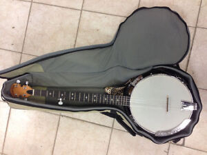 GOLD TONE BANJO JUST LIKE NEW & COMES W/CASE