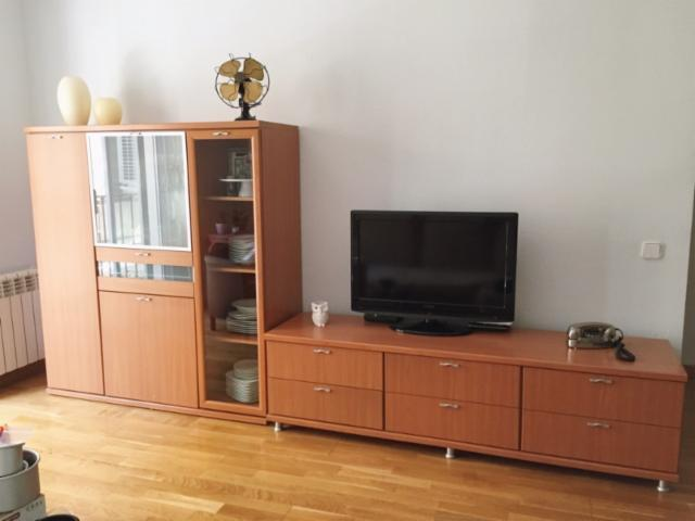 Mueble para comedor color cerezo barcelona muebles for Loquo muebles