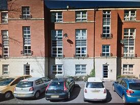 2 bedroom flat with residential parking x 2 - Elbe Street, Edinburgh.