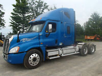 2011 Freightliner Cascadia Hiway Tractor - Tandem Axle