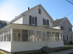4 BEDROOM HOUSE - HEAT / SATELLITE INC.- CLOSE TO CAMPUS - MAY 1
