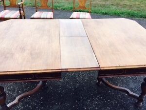 antique walnut diningroom table and 6 chairs Kingston Kingston Area image 6