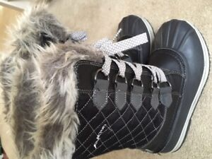 Womens / Youth Winter Boots Acton, Size 6-7, Acton Brand