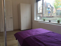 lovely room close to BARONS COURT TUBE fantastic house share!
