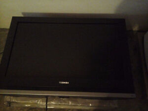 Toshiba 32HL57 32' LCD TV (cannot turn on since a power outage)