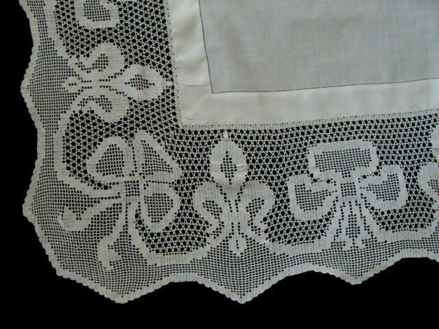 "AMAZING Antique Linen Lace Tablecloth 47"" English Tea Cloth Brides Bows PRISTINE"