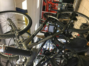 SPECIALIZED EXPEDITION SOLID AND LIKE NEW  We are open all week