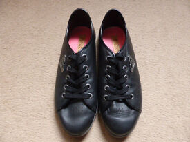 Ladies ROXY Black Lace-Up Shoes Size 6