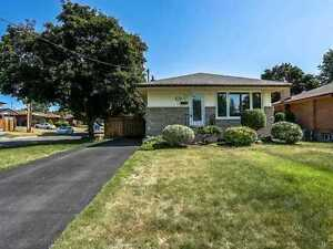 Upper Level of Clean Detached House in Great Neighbourhood