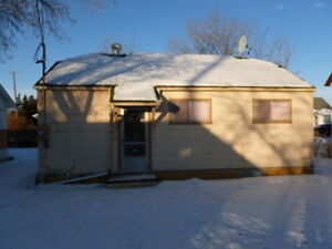 REDUCED PRICE TIL APRIL 22---SMALL 3 BEDROOM HOUSE ON PARKWAY