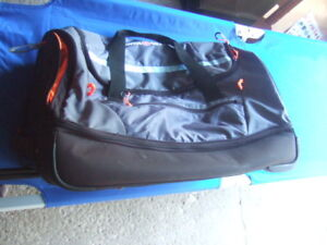 Good condition large Swiss Gear Rolling Duffel bag,6208