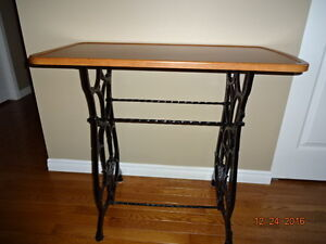 Sewing machine stand/table