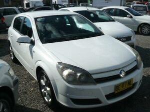 2005 Holden Astra CDX-AH-5DOOR White 5 SP MANUAL Hatchback Wauchope Port Macquarie City Preview