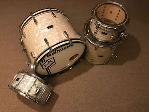 UDRUM Maple Drum Kit - Aged Pearl Wrap