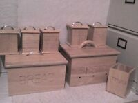 Large Wooden Storage Boxes & 6 Storage Containers - Heathrow