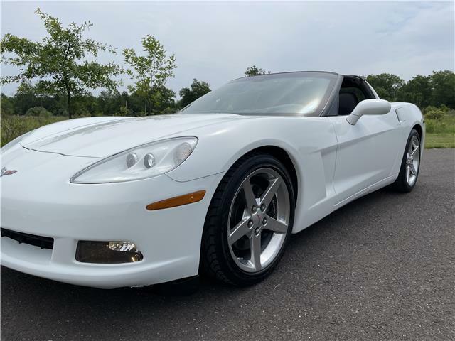 2005 White Chevrolet Corvette Coupe  | C6 Corvette Photo 10