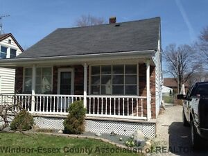 WINDSOR SPACIOUS & CLEAN HOME IN GREAT LOCATION