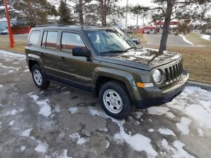 2016 Jeep Patriot SUV, Crossover, FWD, 5 speed, only 14,000 km.