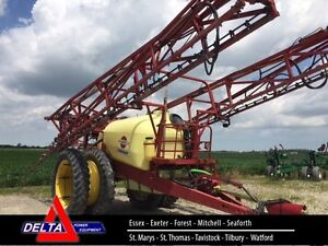 2005 Hardi Commander Plus 1200 Pull Type Sprayer London Ontario image 1