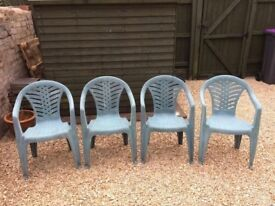 SET OF 4 PLASTIC GARDEN CHAIRS - GREEN - GOOD CONDITION