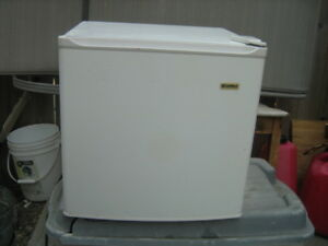 VINTAGE KENMORE COOLER W/ ICE COMPARTMENT