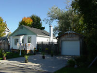 COZY AND MOVE IN CONDITION BUNGALOW IN QUIET AREA OF RENFREW