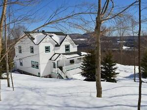 Beautiful Country Home with Amazing Mountain Views / Privacy