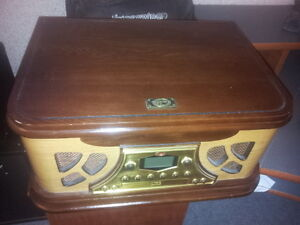 Spirit of St. Louis Two Tone Turntable CD Player Peterborough Peterborough Area image 2