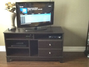 "32"" TV / STAND / CD/DVD PLAYER"