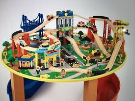 Kidkraft Children's City Explorer's Train Set and Table (+ 100 pieces)