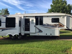 2012 Fifth Wheel Avalanche 33 RE
