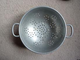 Aluminium colander for draining vegetables