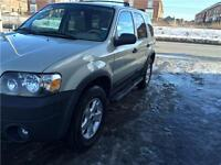 2005 FORD ESCAPE V6,AUTOMATIQUE,130000 KM,FULL,SANS ROUILLE