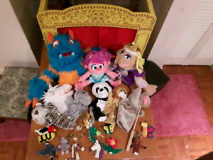Melissa & Doug Tabletop theatre with an all star puppet cast!