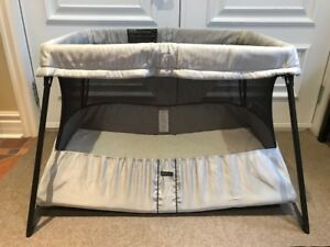 Lit de voyage Baby Björn, Travel Crib Light, Parfaite condition